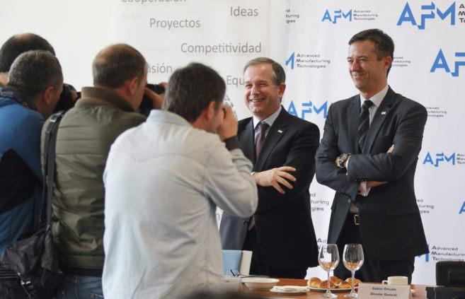 El presidente de AFM, Antxon López Usoz (i), y su director general,...