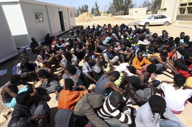 Un grupo de inmigrantes rescatados en las costas de Libia