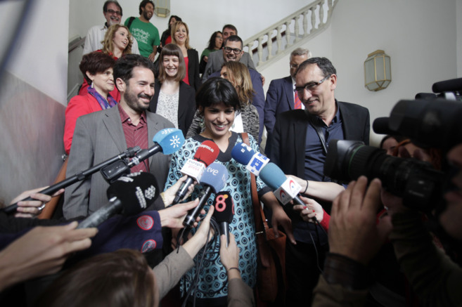 Teresa Rodríguez, con los diputados de Podemos, en el Parlamento de...