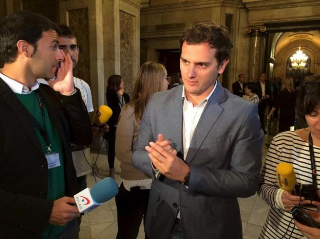 El líder de Ciudadanos, Albert Rivera, atiende a la prensa en el...