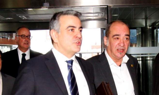 De Andrés junto a Martín Garitano en una reunión del Consejo Vasco...