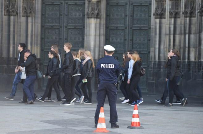 Los asistentes al funeral por las víctimas de Germanwings llegan a la...