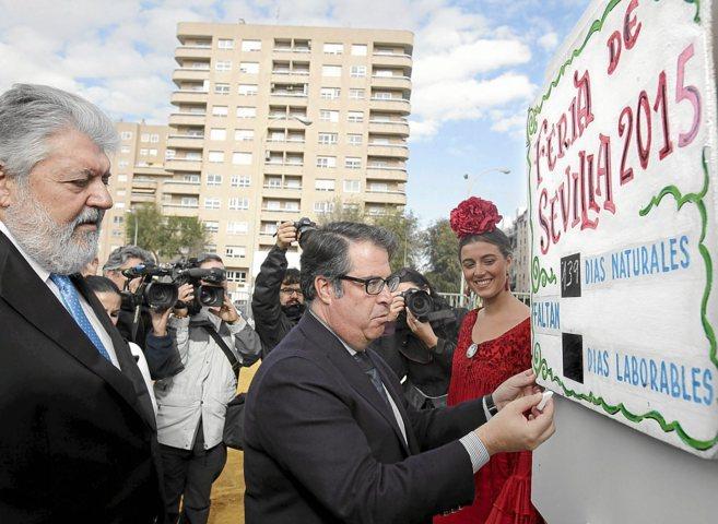 Rafael Carretero (izq.), con el edil Gregorio Serrano, en la...