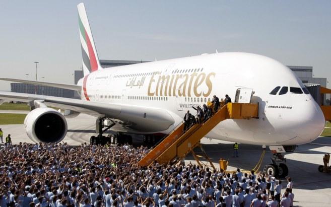Llegada del vuelo inaugural del Airbus A380 de Emirates.