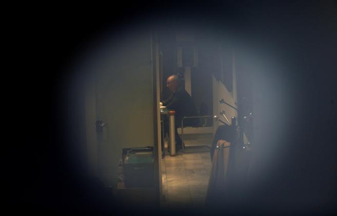 Rodrigo Rato, sentado en las oficinas en las que tiene su despacho,...