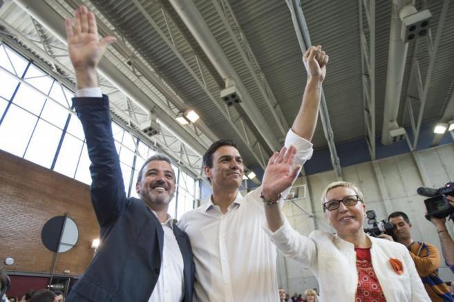 Pedro Sánchez, con el candidato a la Alcaldía, Jaume Collboni y la...