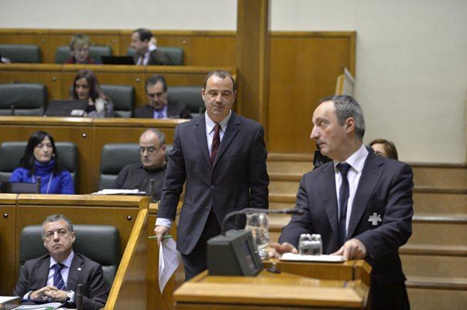 Luke Uribe-Etxebarria, antes de una intervención en el Parlamento.