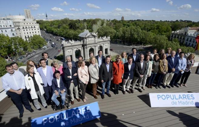 Aguirre, junto a los miembros de su lista electoral, hoy en la azotea...