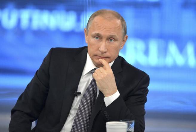 El presidente ruso, Vladimir Putin, contesta a las preguntas de los...