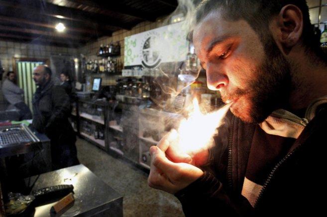 Interior de un club de cannabis.