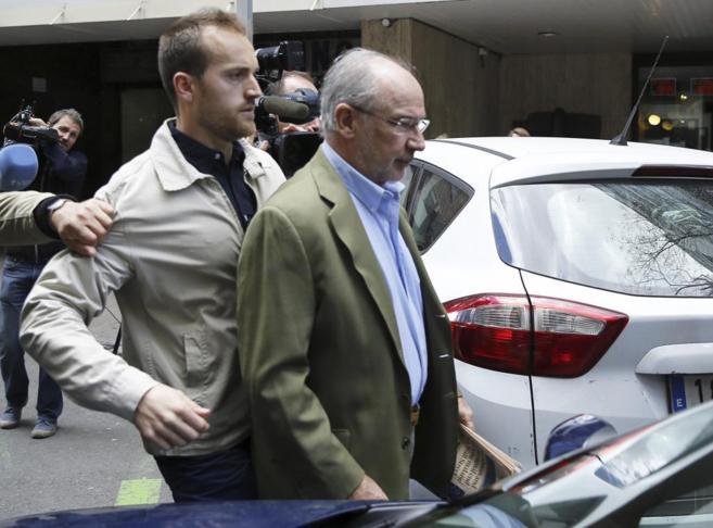 El ex vicepresidente del Gobierno Rodrigo Rato sale de su domicilio...