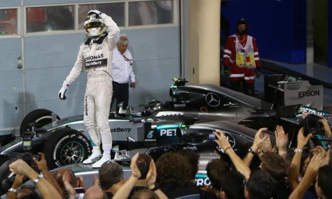 Hamilton celebra su victoria en el GP de Bahrein.
