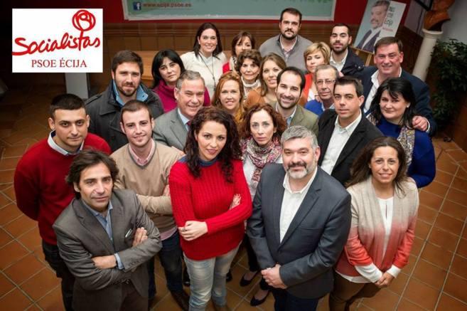 García Ostos, a la derecha en primer plano, junto a miembros de la...