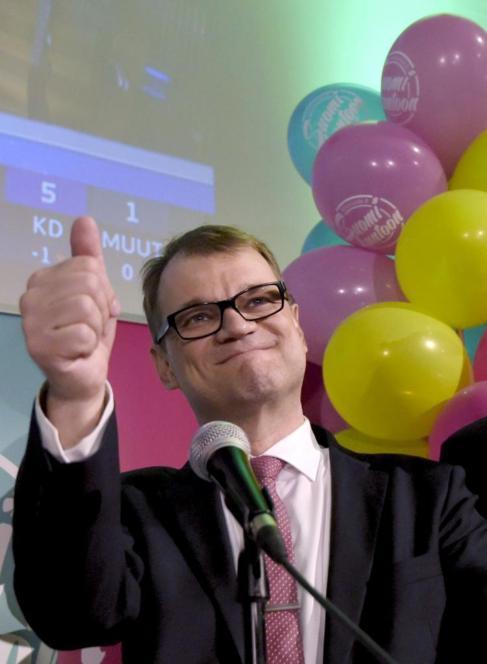 Juha Sipila celebra su victoria.