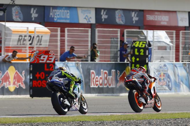 Rossi y Márquez, durante la carrera de Argentina.