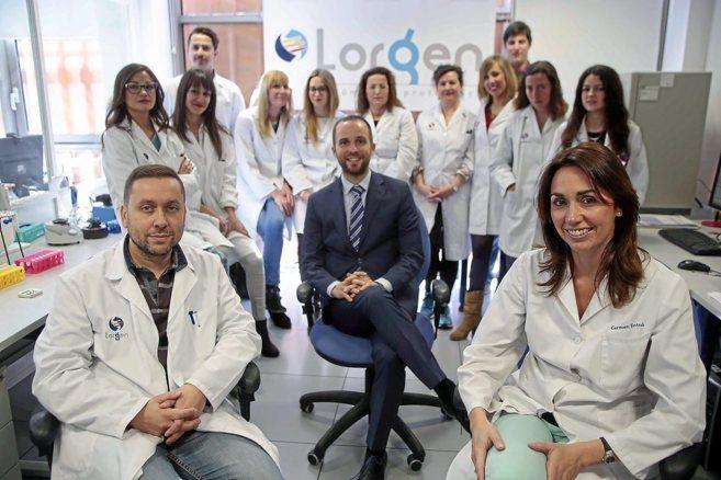 Directivos y trabajadores de Lorgen, en las instalaciones de la...