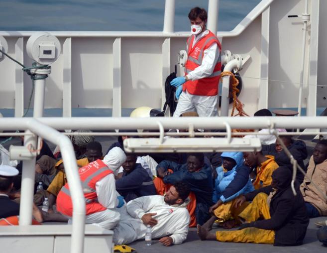 Supervivientes del naufragio en las costas de Libia.