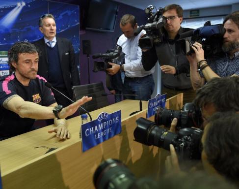 Luis Enrique antes de la rueda de prensa.