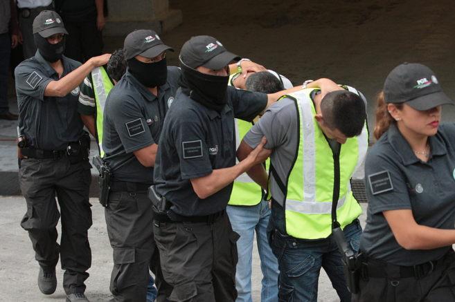 La Policía federal mexicana detiene a varios miembros del grupo...
