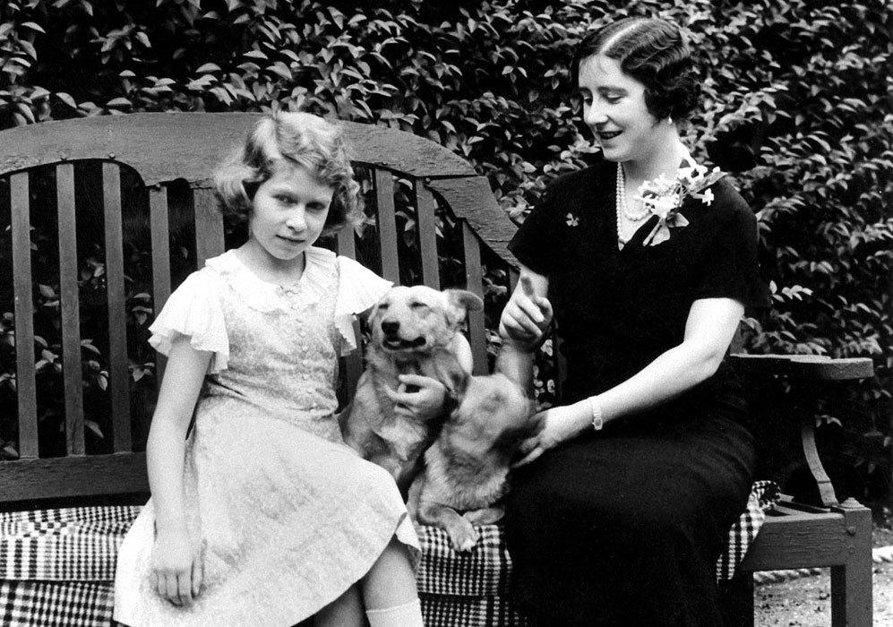 Mantuvo una buena relación con su madre, la reina Isabel (conocida...
