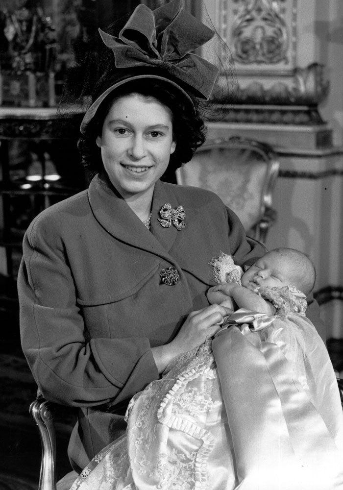 Isabel dio a luz a su primer hijo, el príncipe Carlos, el 14 de...