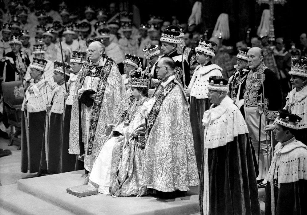 El 2 de junio de 1953, tras el fallecimiento de Jorge VI, se celebra...