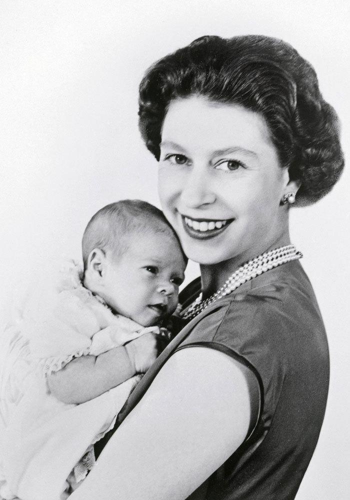 El 19 de febrero de 1960 nació su tercer hijo, Andrés, duque de...