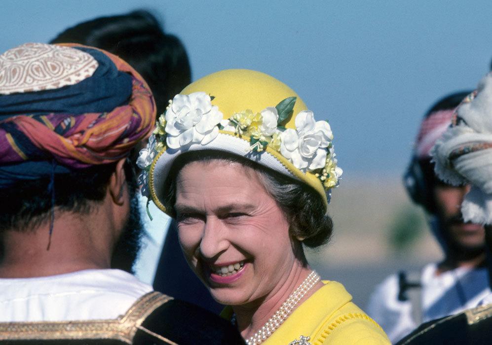 Poco después, la reina de Inglaterra seguía de gira por la...