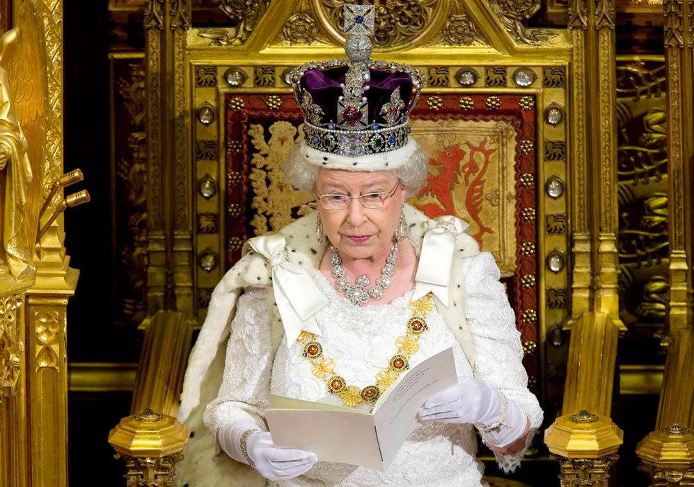 En 2008, la reina de Inglaterra llevó a cabo la ceremonia de apertura...