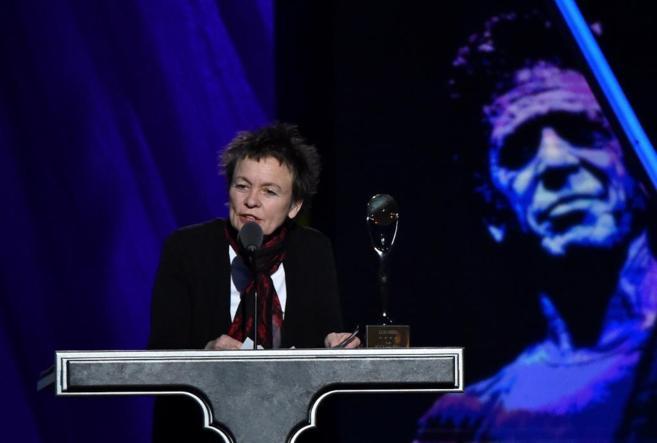 Laurie Anderson durante su discurso en el Rock and Roll Hall of Fame.