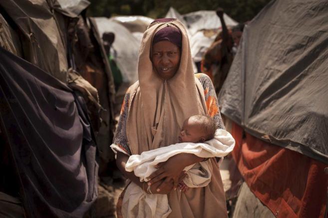 Mumina Ibrahim, madre de siete hijos, en un campo de desplazados en...