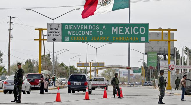 Puesto de vigilancia militar en la frontera internacional de...