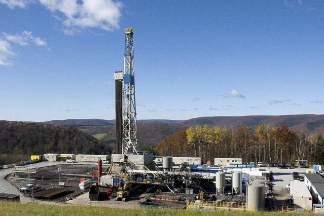 Pozo de perforación de una explotación de gas mediante...