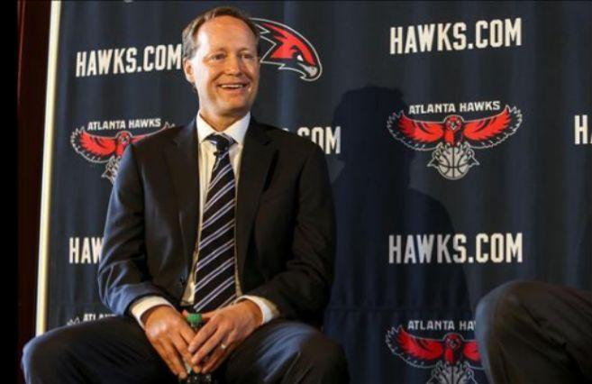 Mike Budenholzer, entrenador de los Atlanta Hawks.