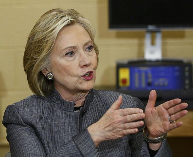 La candidata a las primarias demócratas, Hillary Clinton, durante una...