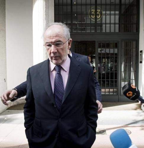 Rodrigo Rato sale de su casa en Madrid.