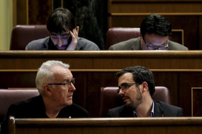 Cayo Lara y Alberto Garzón, en sus escaños en el Congreso de los...