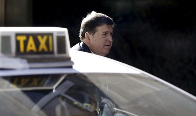 El ex presidente del Banco de Valencia, José Luis Olivas, a su...