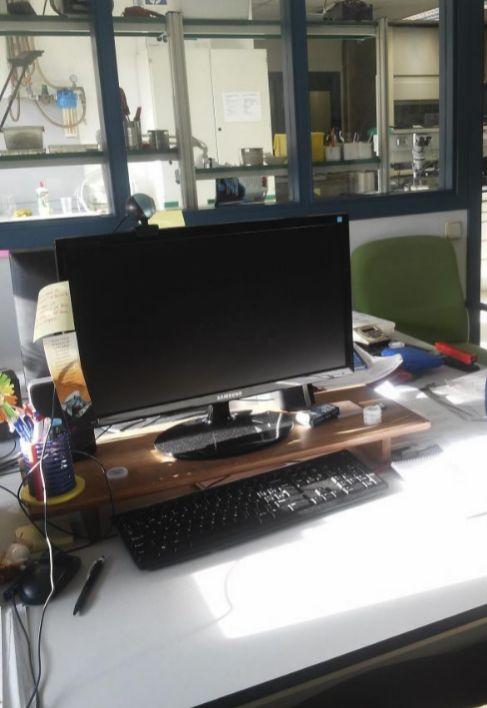 Esta es la mesa de trabajo que le denegaron al profesor Javier García...
