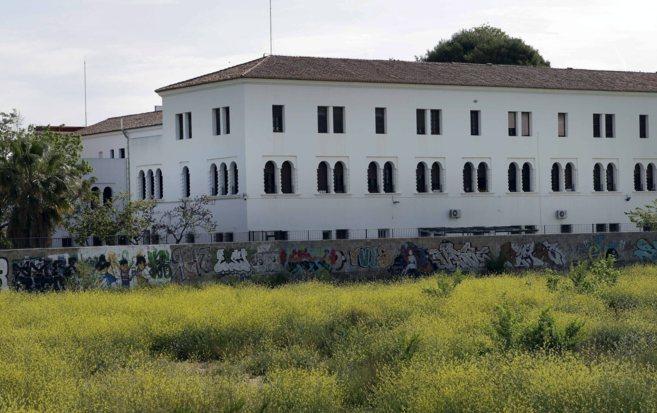 Fachada del colegio IVAF Luis Fortich en Valencia.