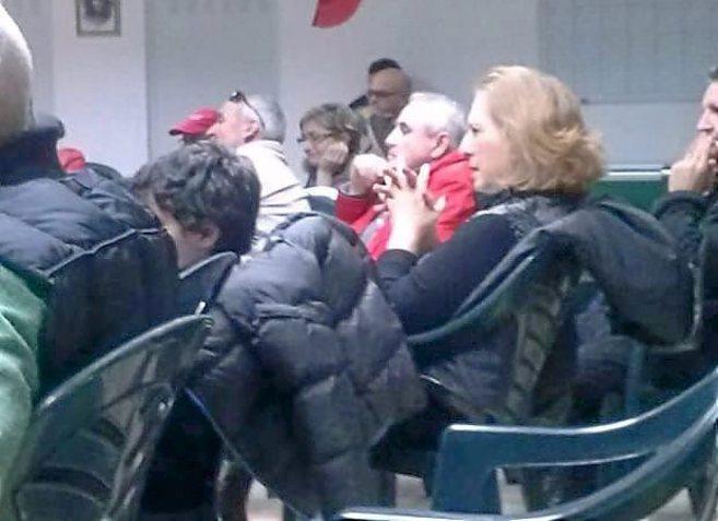 La ex alcaldesa del PSOE Margarita Nájera en una asamblea de Sí Se...