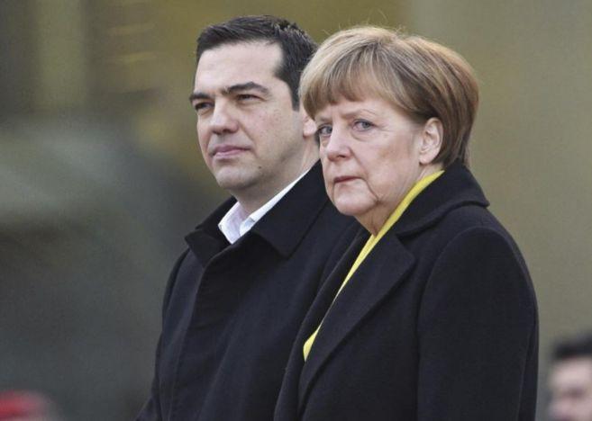 El primer ministro griego, Alexis Tsipras, y la canciller alemana,...