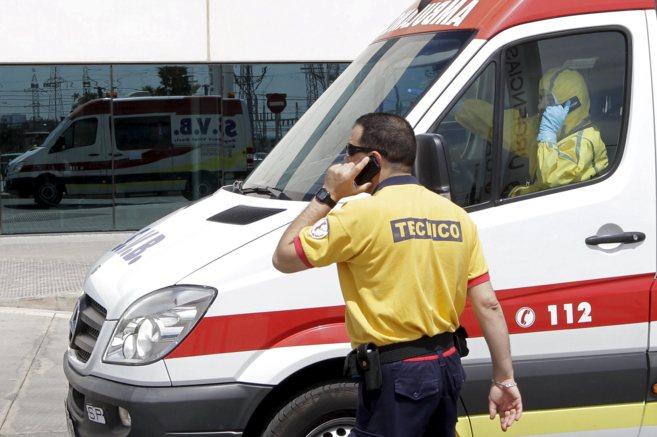 La ambulacia con el paciente que podría estar afectado llega al...