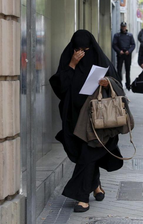 Una mujer detenida en Cataluña, en libertad tras declarar en la...