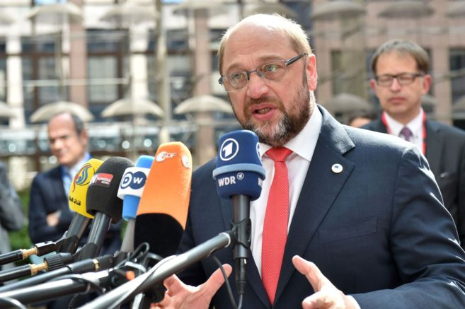 El presidente del Parlamento Europeo, Martin Schulz, se dirige a los...