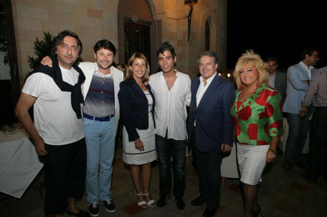 De izq. a dcha. Juan Carmona, Juan Ramírez, Miró, Pitingo, Rus y su...
