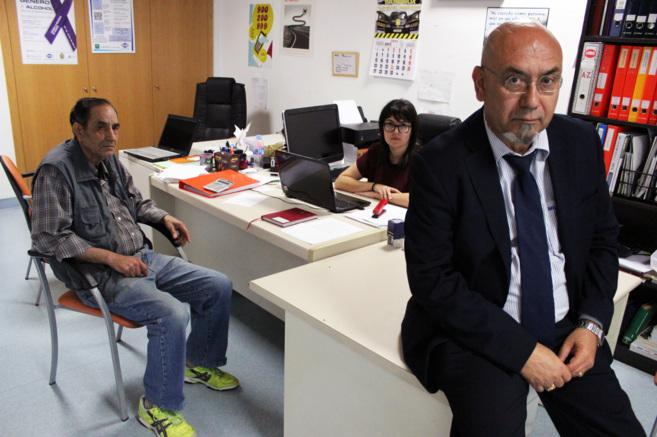 El director y dos trabajadores de la Asociación ARCA, en las...