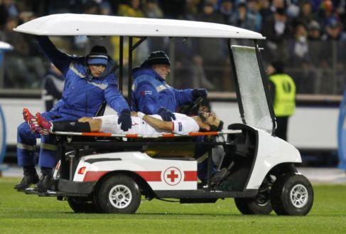 Nico Pareja, retirado en camilla ante el Zenit.