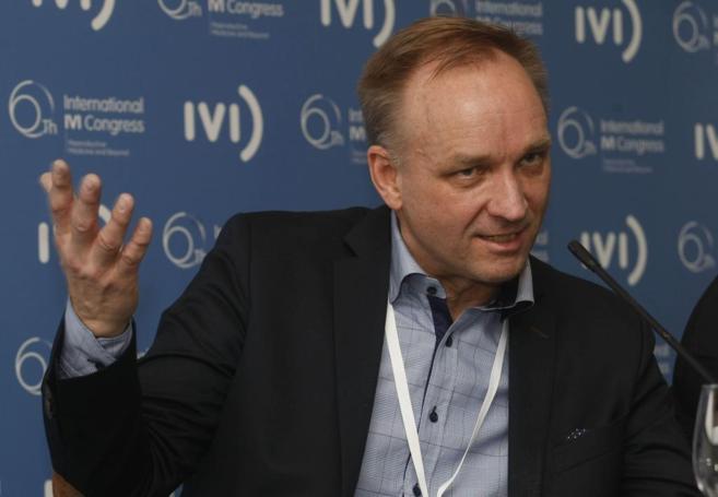 El ginecólogo Mats Brännström, durante la presentación del VI...