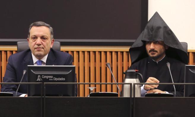 El embajador de Armenia y la autoridad religiosa en España durante la...